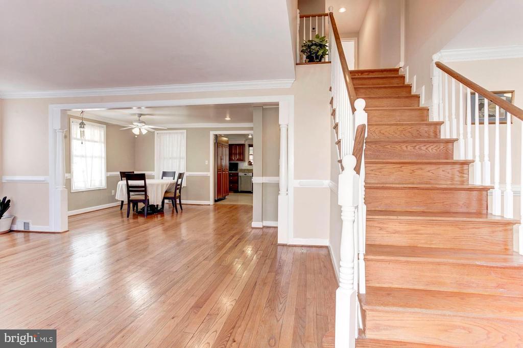 Foyer - Hardwood Floors - 6813 JEFFERSON AVE, FALLS CHURCH