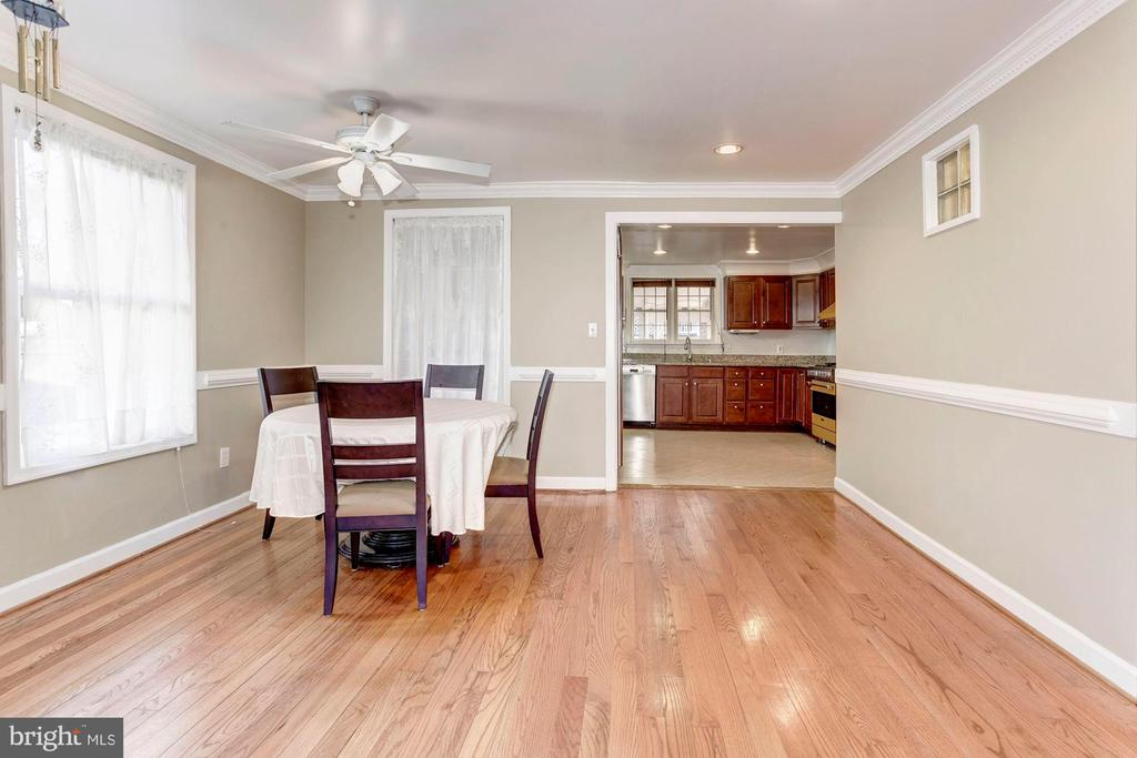 Dining Room - Crown Molding & Chair Railing! - 6813 JEFFERSON AVE, FALLS CHURCH