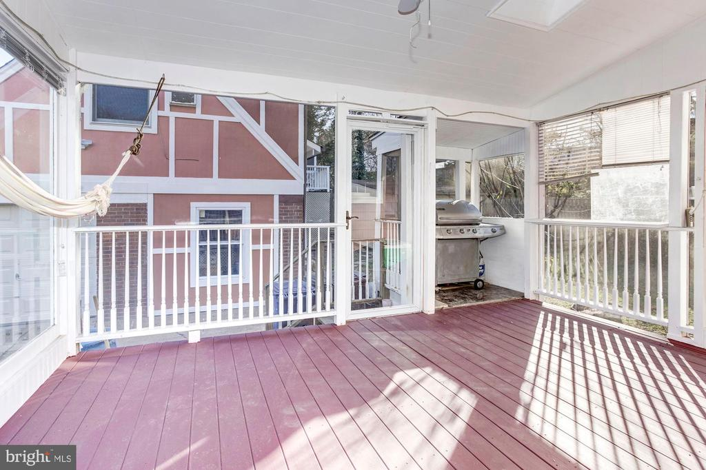 Screened In Porch! - 6813 JEFFERSON AVE, FALLS CHURCH
