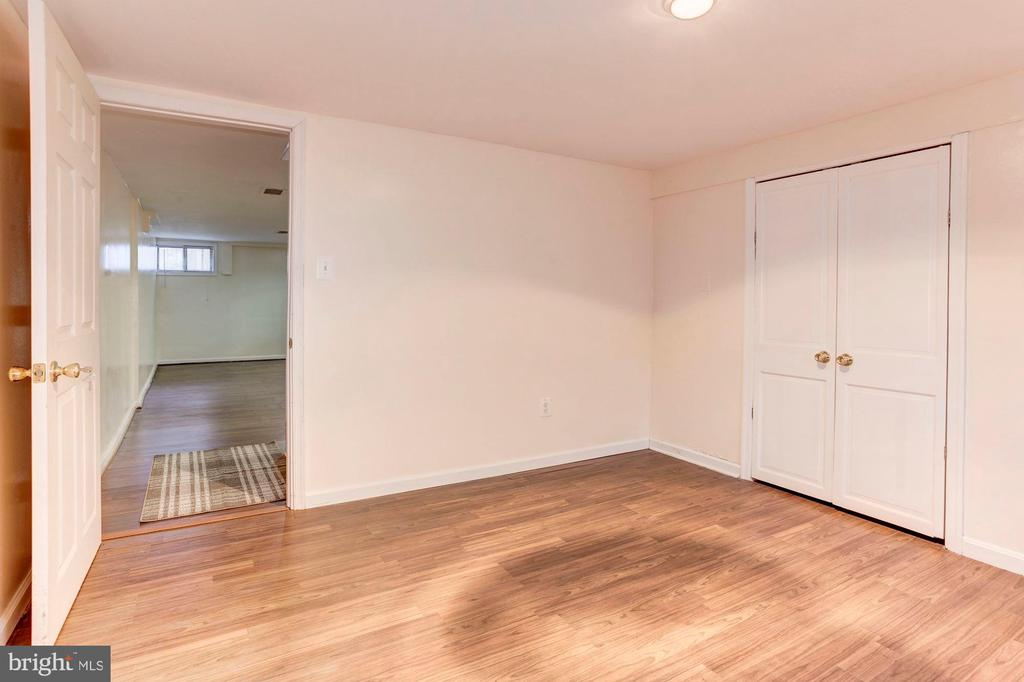 Bonus Room - Get Creative with This Space! - 6813 JEFFERSON AVE, FALLS CHURCH