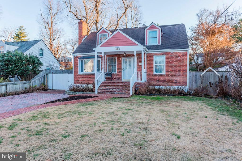 Functional Portico - Keeps You Dry When Coming In! - 6813 JEFFERSON AVE, FALLS CHURCH