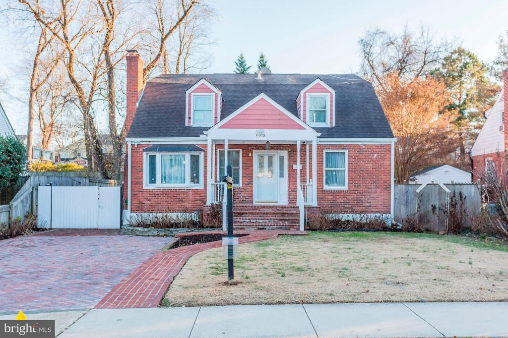 Welcome Home! - 6813 JEFFERSON AVE, FALLS CHURCH