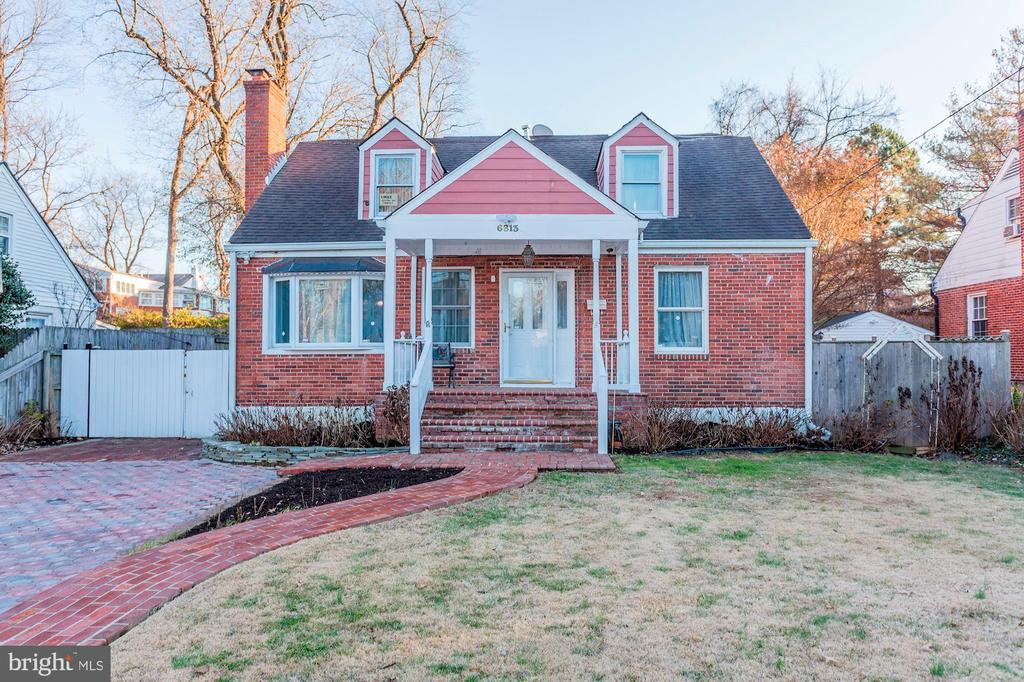 Really Lovely & Beautiful Curb Appeal! - 6813 JEFFERSON AVE, FALLS CHURCH