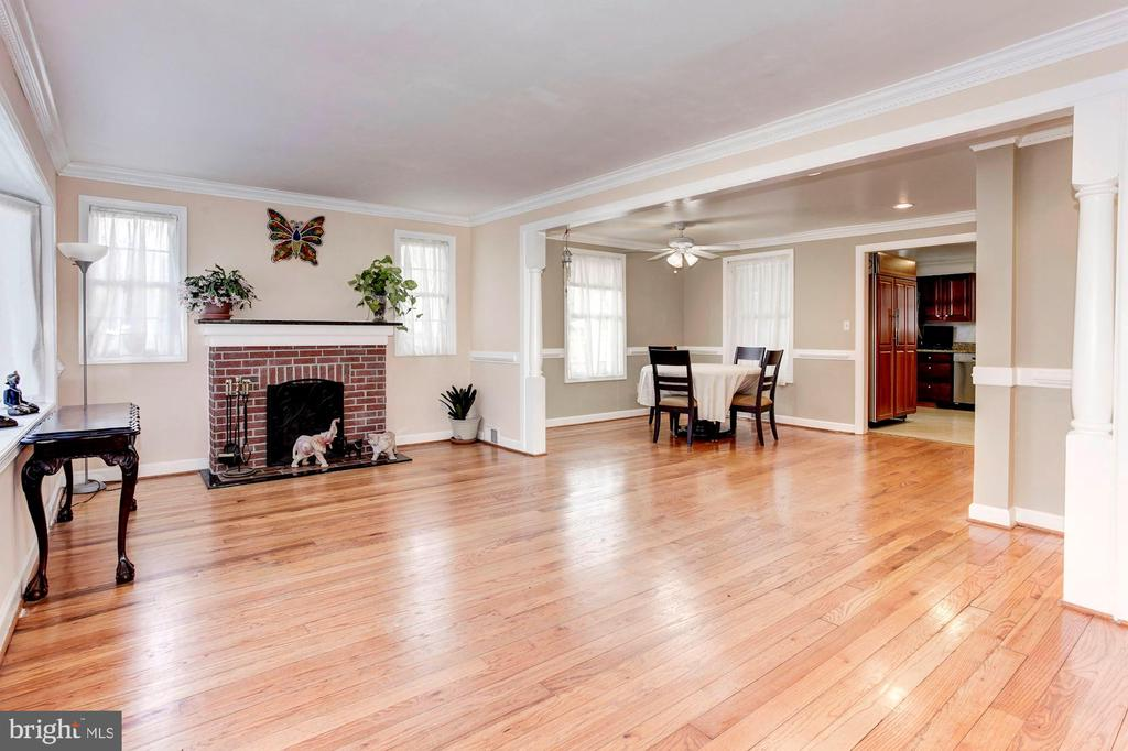 Living Room - Really, Really, Really Spacious! - 6813 JEFFERSON AVE, FALLS CHURCH