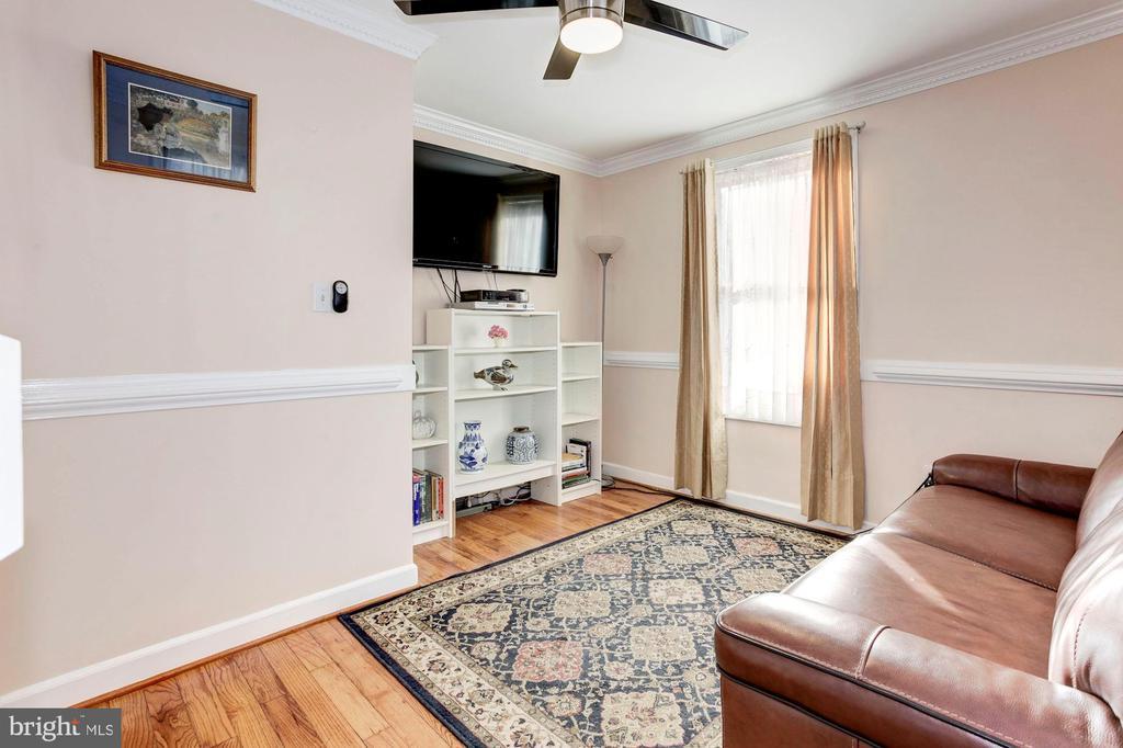 Family Room - Hardwood Floors & Ceiling Fan! - 6813 JEFFERSON AVE, FALLS CHURCH