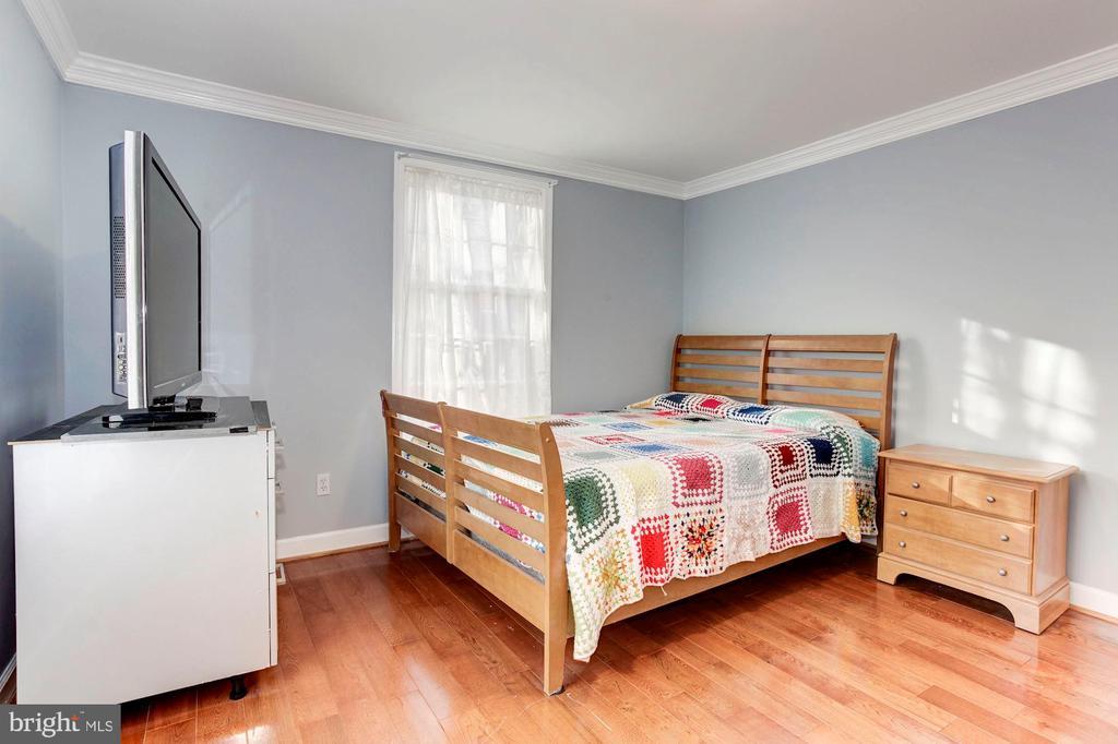 Bedroom  #4 -Hardwood Floors! - 6813 JEFFERSON AVE, FALLS CHURCH