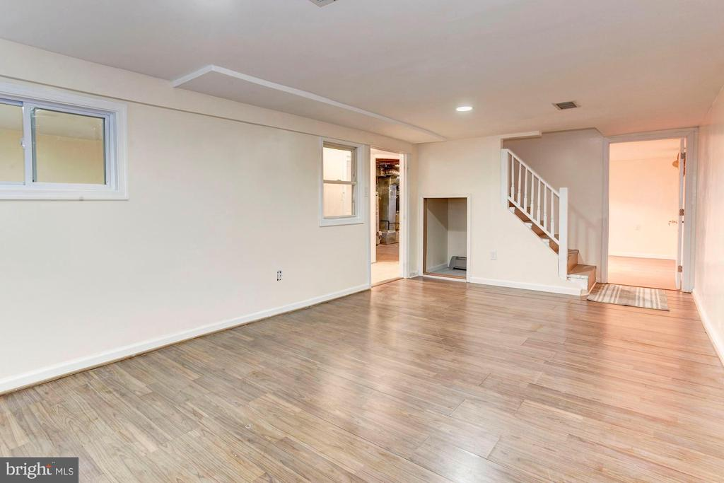 Basement/Rec Room - Laminate Flooring! - 6813 JEFFERSON AVE, FALLS CHURCH