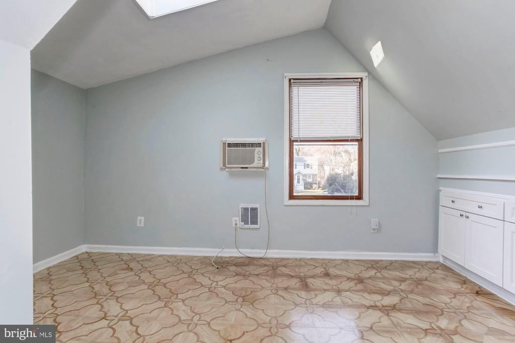 Bonus Suite - Need Another Living Room? - 6813 JEFFERSON AVE, FALLS CHURCH