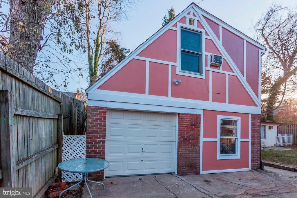 Detached Garage & Bonus Suite! - 6813 JEFFERSON AVE, FALLS CHURCH