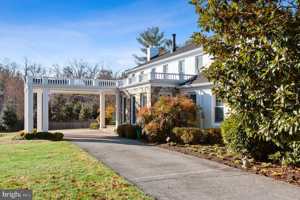 Port Cochere in Front - 9927 S GLEN RD, POTOMAC