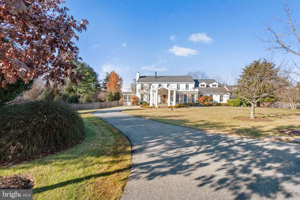 Welcome Home! - 9927 S GLEN RD, POTOMAC