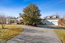 Private Pipe-Stem Drive w/ Circular Driveway - 9927 S GLEN RD, POTOMAC
