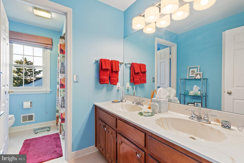 Upstairs Bath - 9927 S GLEN RD, POTOMAC