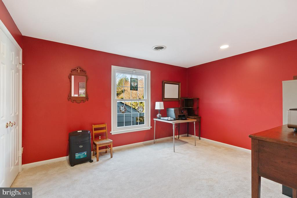 Upstairs Bedroom - 9927 S GLEN RD, POTOMAC