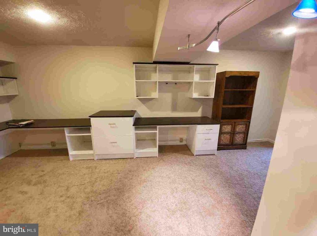 Lower Level - Built In Desk Area Conveys! - 9226 KRISTY DR, MANASSAS PARK