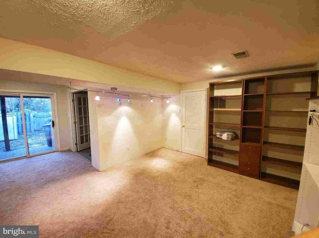 Lower Level - Office Area & New Carpeting - 9226 KRISTY DR, MANASSAS PARK
