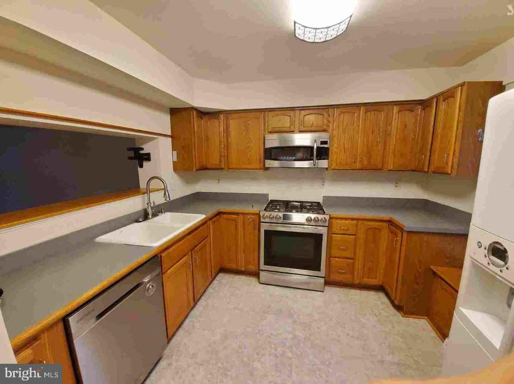 Main Level - NEW FLOORING in the Kitchen - 9226 KRISTY DR, MANASSAS PARK