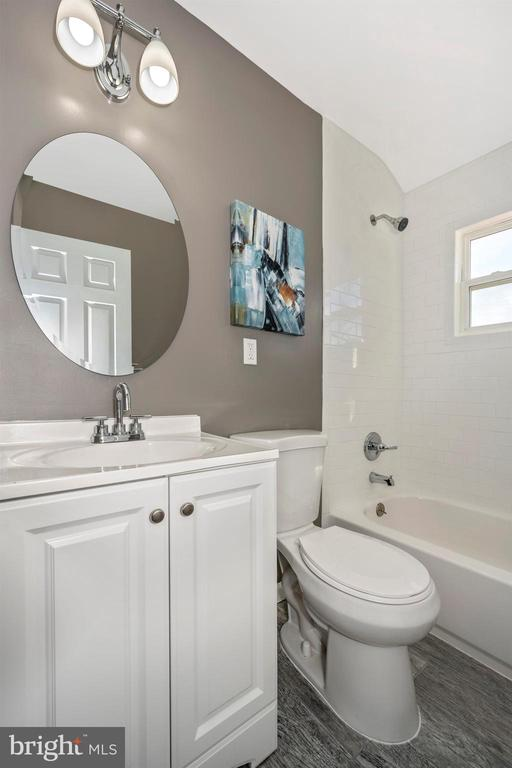 Full Bathroom - 830 LANNERTON RD, BALTIMORE