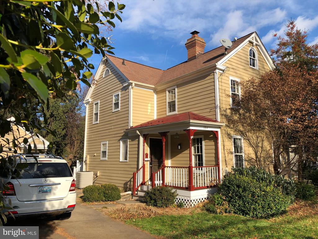 - 18-A NORTH ST NW, LEESBURG