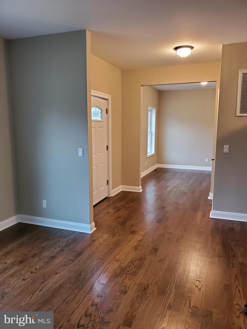 Single Family Homes pour l Vente à Somerset, New Jersey 08873 États-Unis