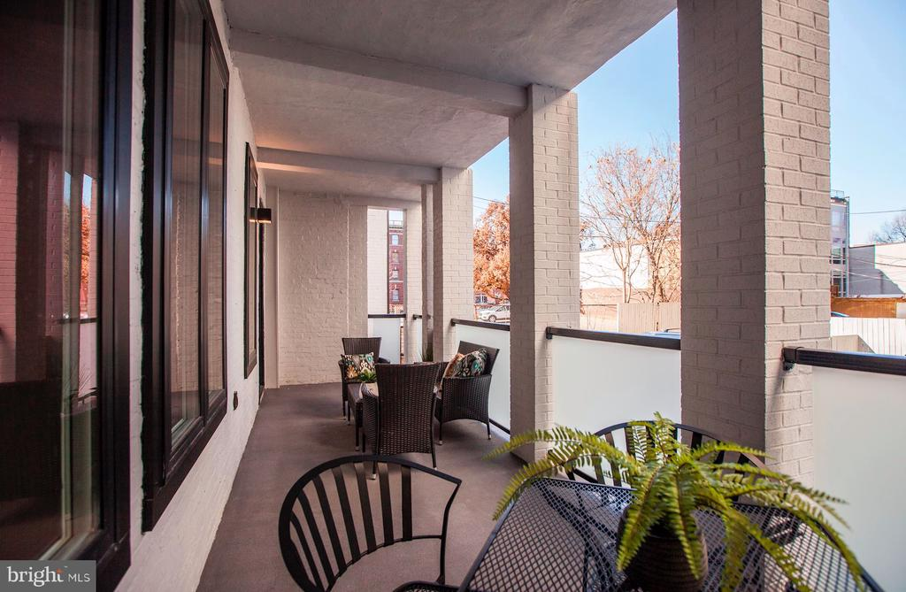 Large, private covered terrace - 1101 Q ST NW #202, WASHINGTON