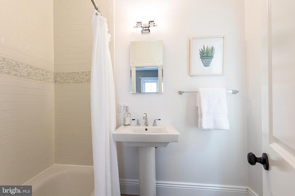 Second En Suite Bathroom - 950 WESTMINSTER ST NW, WASHINGTON