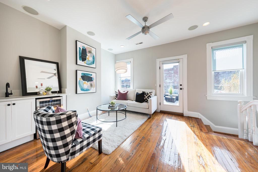 Third Floor Living - 950 WESTMINSTER ST NW, WASHINGTON