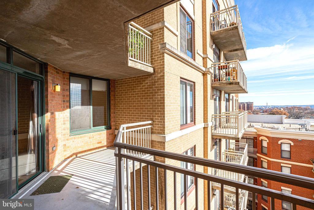 Relaxing balcony - 1201 N GARFIELD ST #803, ARLINGTON