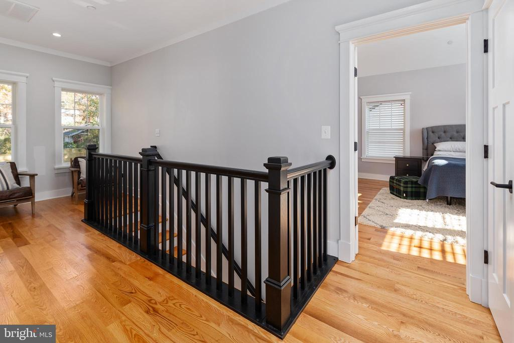 Stunning Harwood Flooring Throughout - 3810 POWHATAN RD, HYATTSVILLE