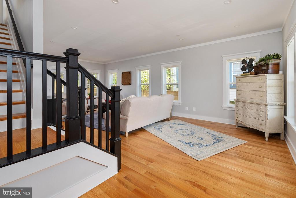 Entryway Stairs - 3810 POWHATAN RD, HYATTSVILLE