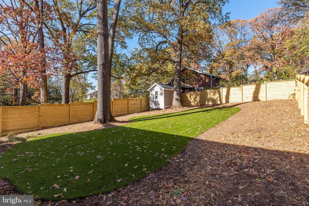 Large Open Backyard - 3810 POWHATAN RD, HYATTSVILLE