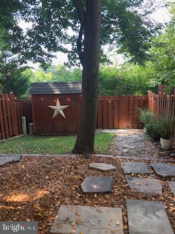 Beautiful fully fenced in private backyard. - 505 BRECKINRIDGE SQ SE, LEESBURG