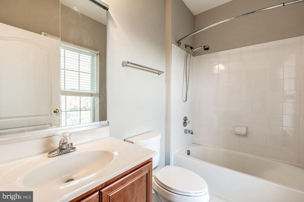 Full bath in every upstairs BR - 19999 BELMONT STATION DR, ASHBURN