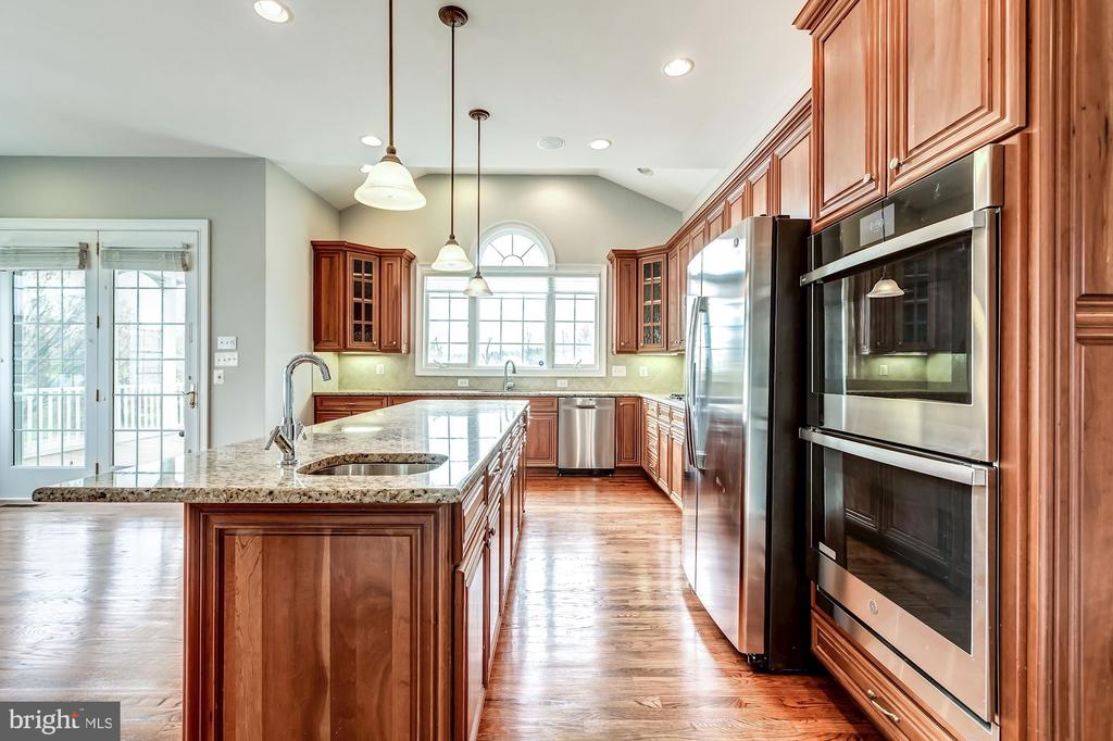 Brand new stainless steel appliances! - 19999 BELMONT STATION DR, ASHBURN