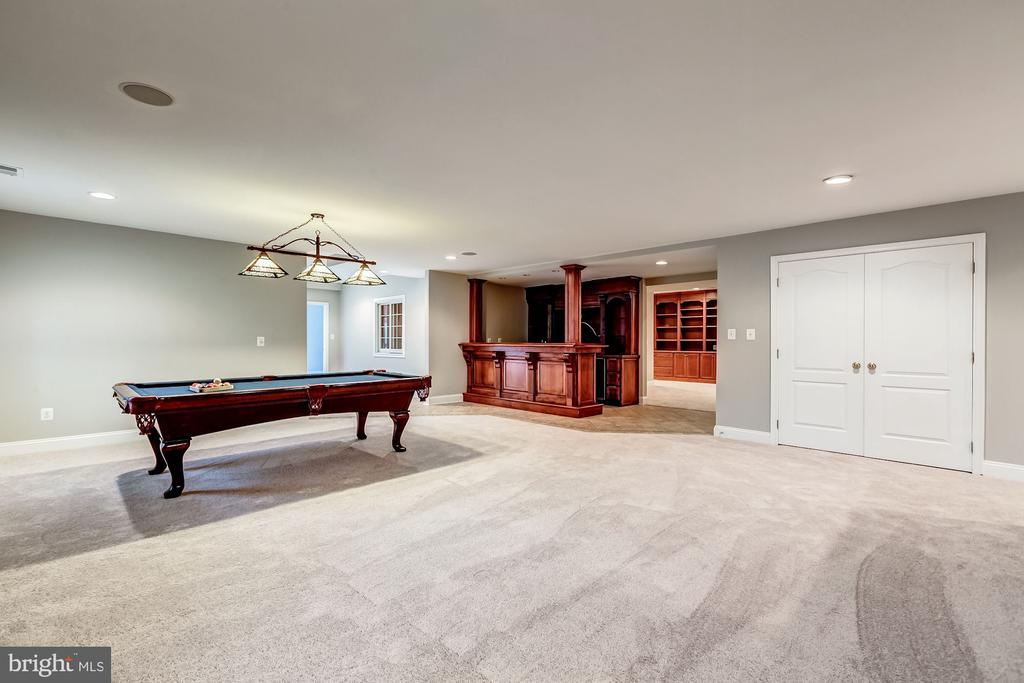 Recreation room with built in cherry bar - 19999 BELMONT STATION DR, ASHBURN