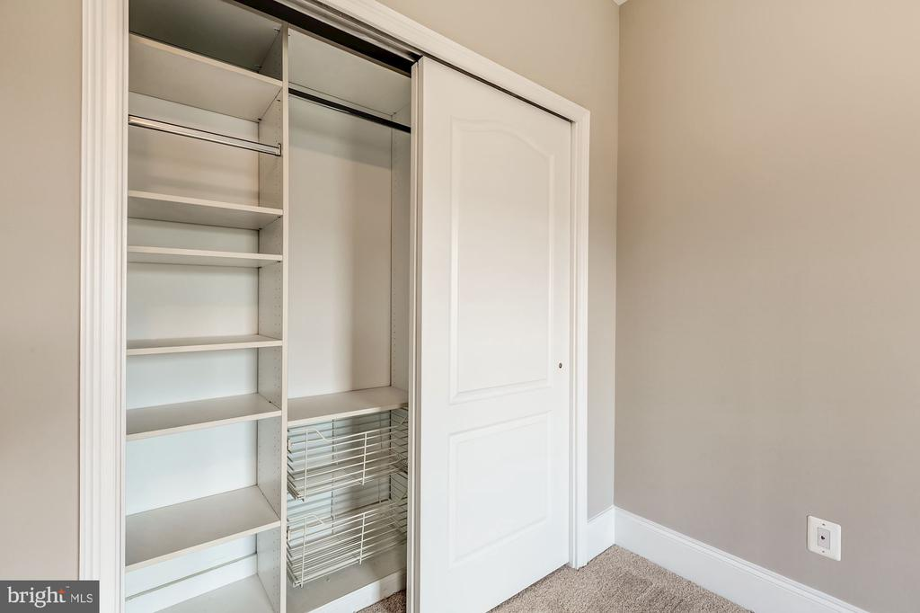 Sliding doors on closet with organizers - 19999 BELMONT STATION DR, ASHBURN