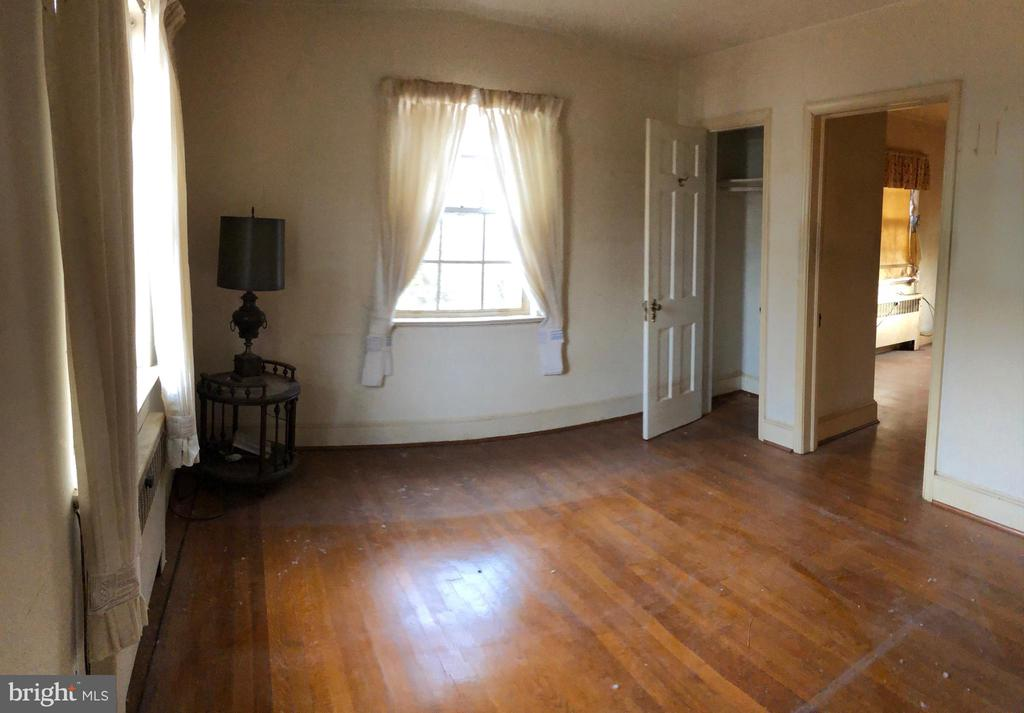 Hardwood Floors thru out - 208 SALEM AVE, FRONT ROYAL