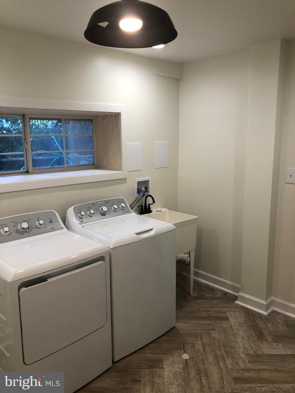 New washer and dryer - 505 BRECKINRIDGE SQ SE, LEESBURG
