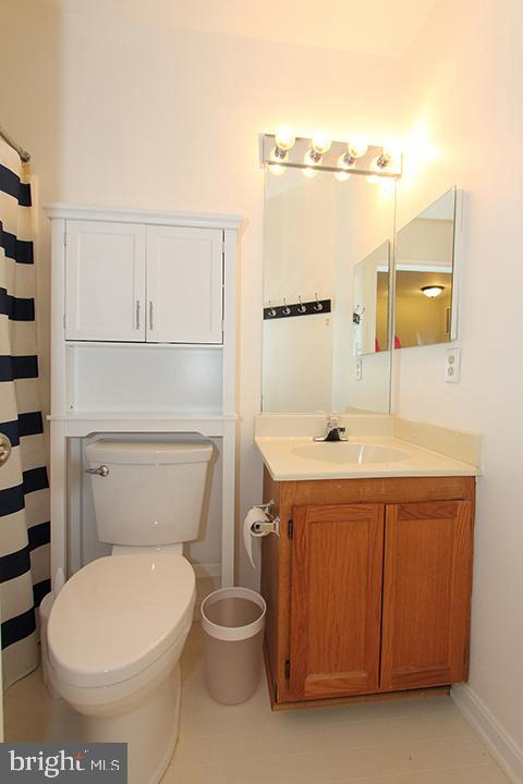 Upper level full bathroom - 505 BRECKINRIDGE SQ SE, LEESBURG