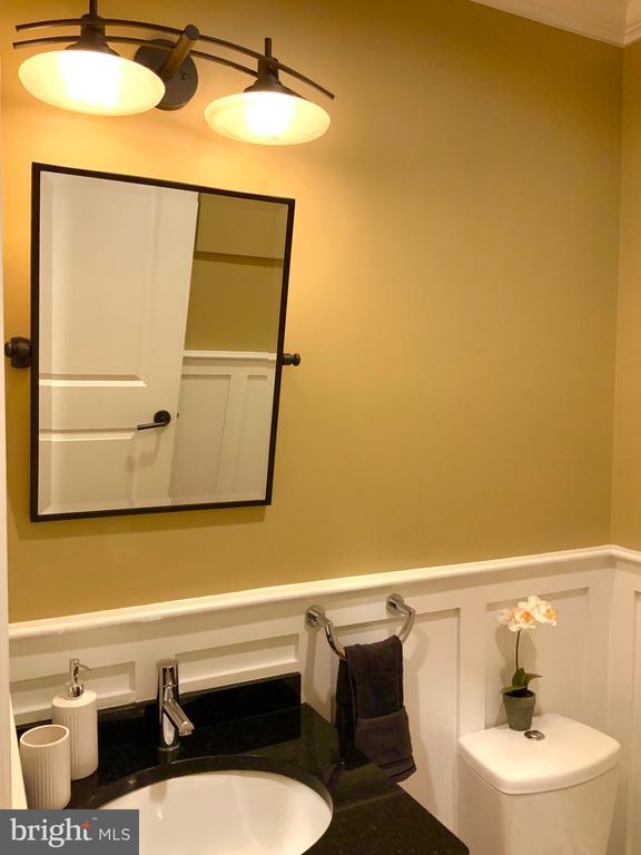 Main Level Half Bath / Powder Room - 1324 FAIRMONT ST NW #B, WASHINGTON