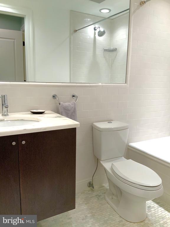 Marble and Granite Bath #1 - 1324 FAIRMONT ST NW #B, WASHINGTON