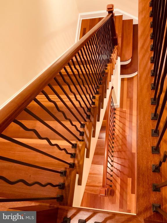 Elegant 2 Level Staircase - 1324 FAIRMONT ST NW #B, WASHINGTON