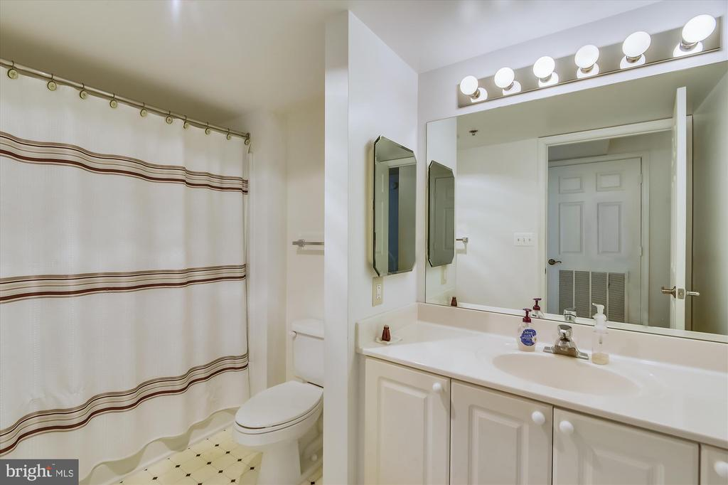 Second bathroom is ready for your guests. - 19385 CYPRESS RIDGE TER #920, LEESBURG