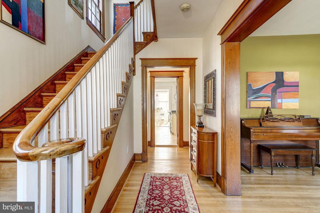 Entryway/Foyer - 4858 ALBEMARLE ST NW, WASHINGTON