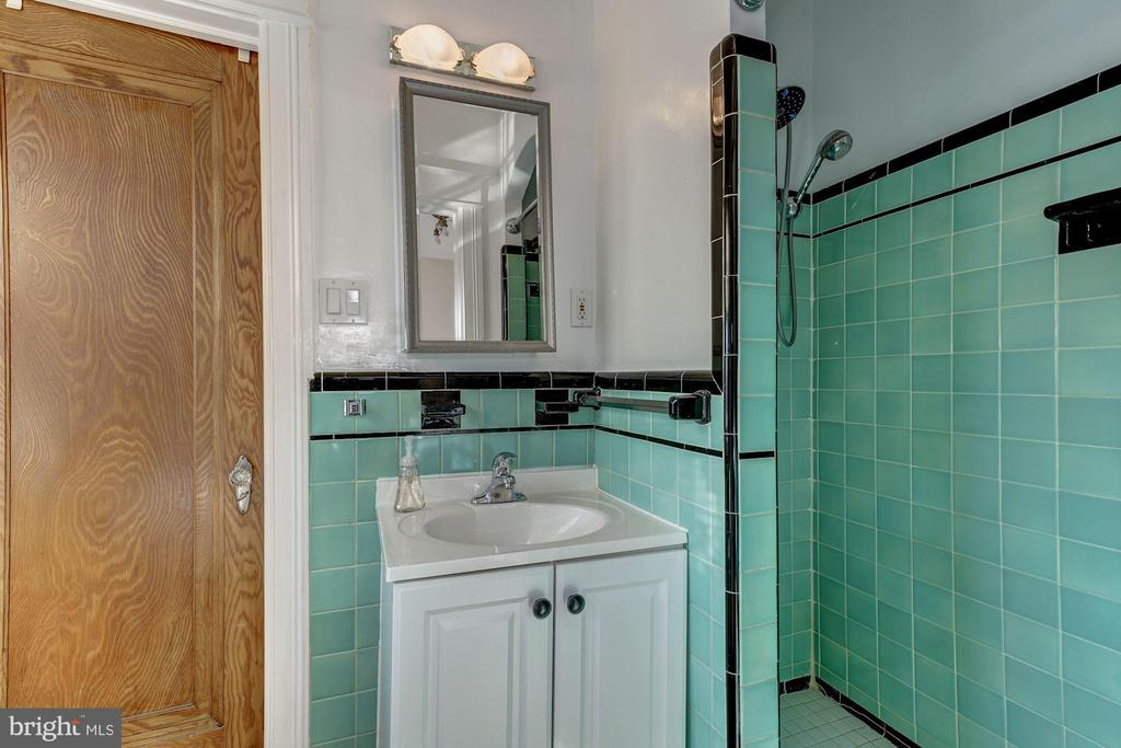 Full Bath on Upper Level Connecting Bedrooms 1 & 2 - 4858 ALBEMARLE ST NW, WASHINGTON