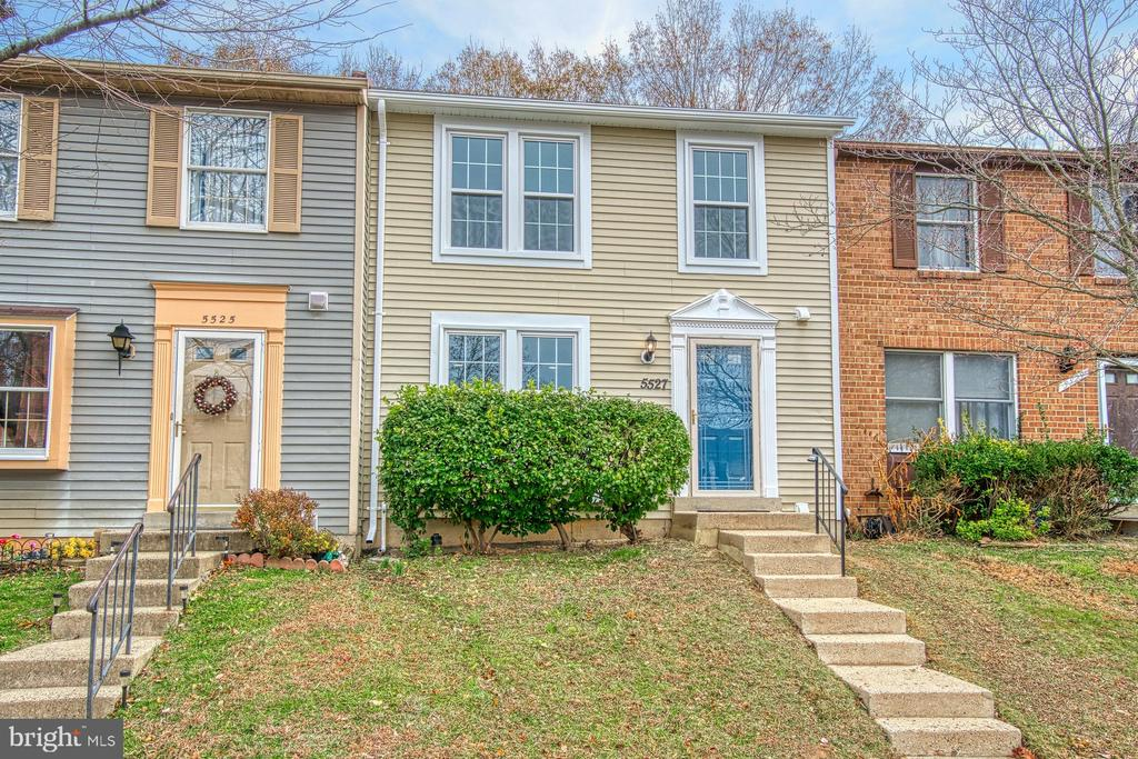 - 5527 INVERNESS WOODS CT, FAIRFAX