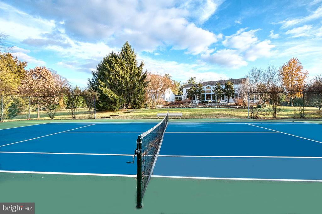 Tennis court - 9927 S GLEN RD, POTOMAC