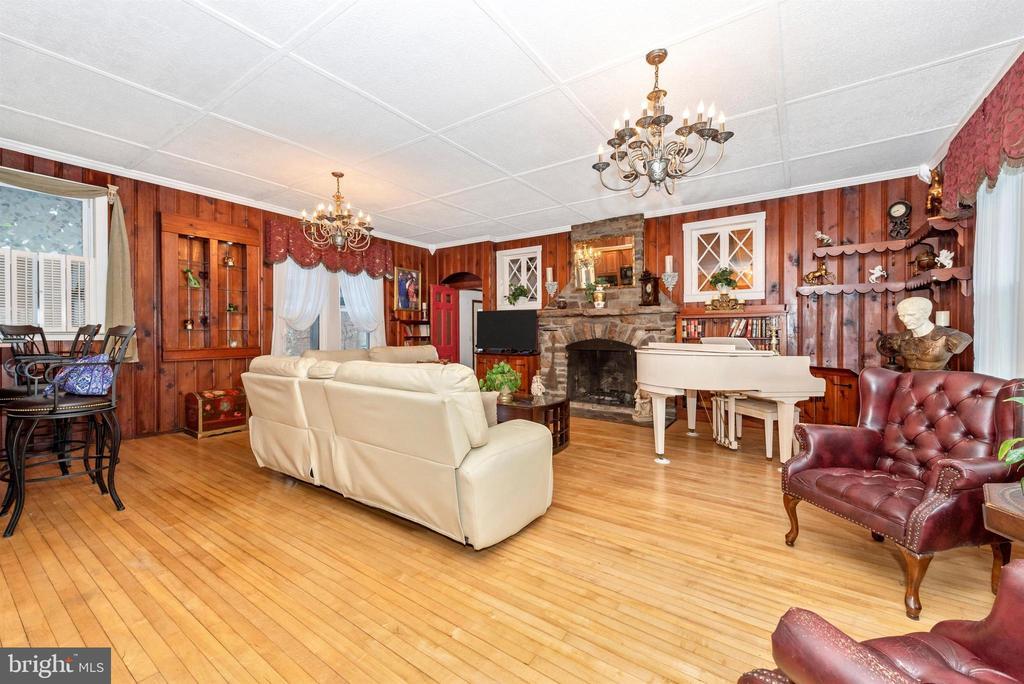 Living room - 15009 SABILLASVILLE RD, THURMONT