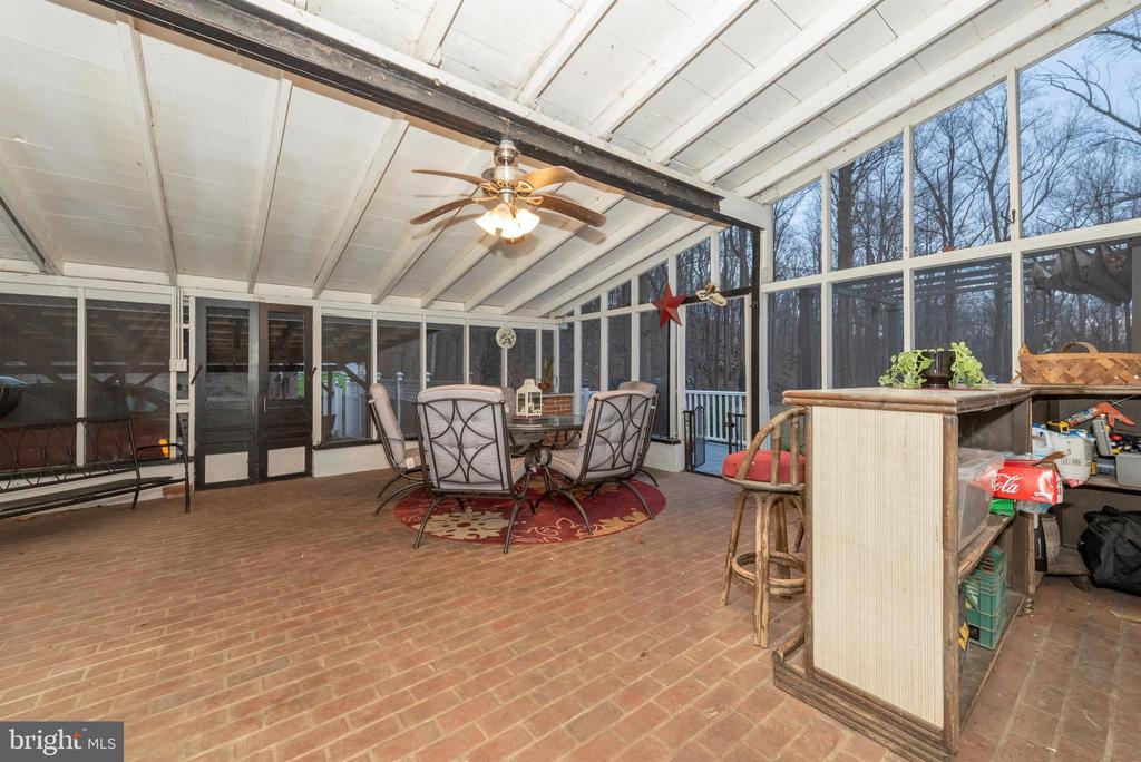 screened in porch - 15009 SABILLASVILLE RD, THURMONT