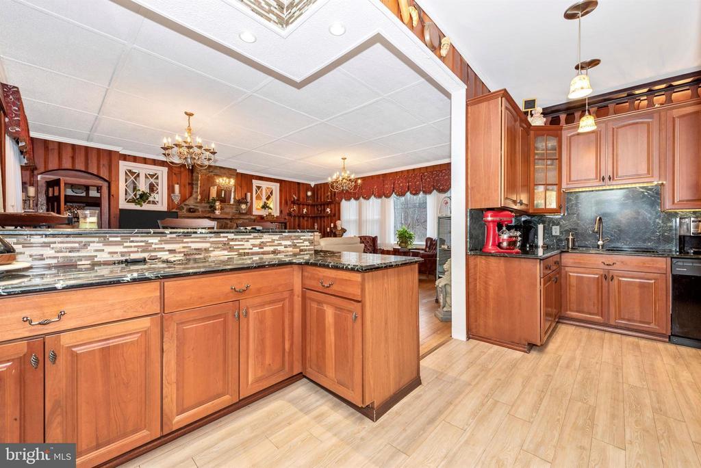 kitchen - 15009 SABILLASVILLE RD, THURMONT